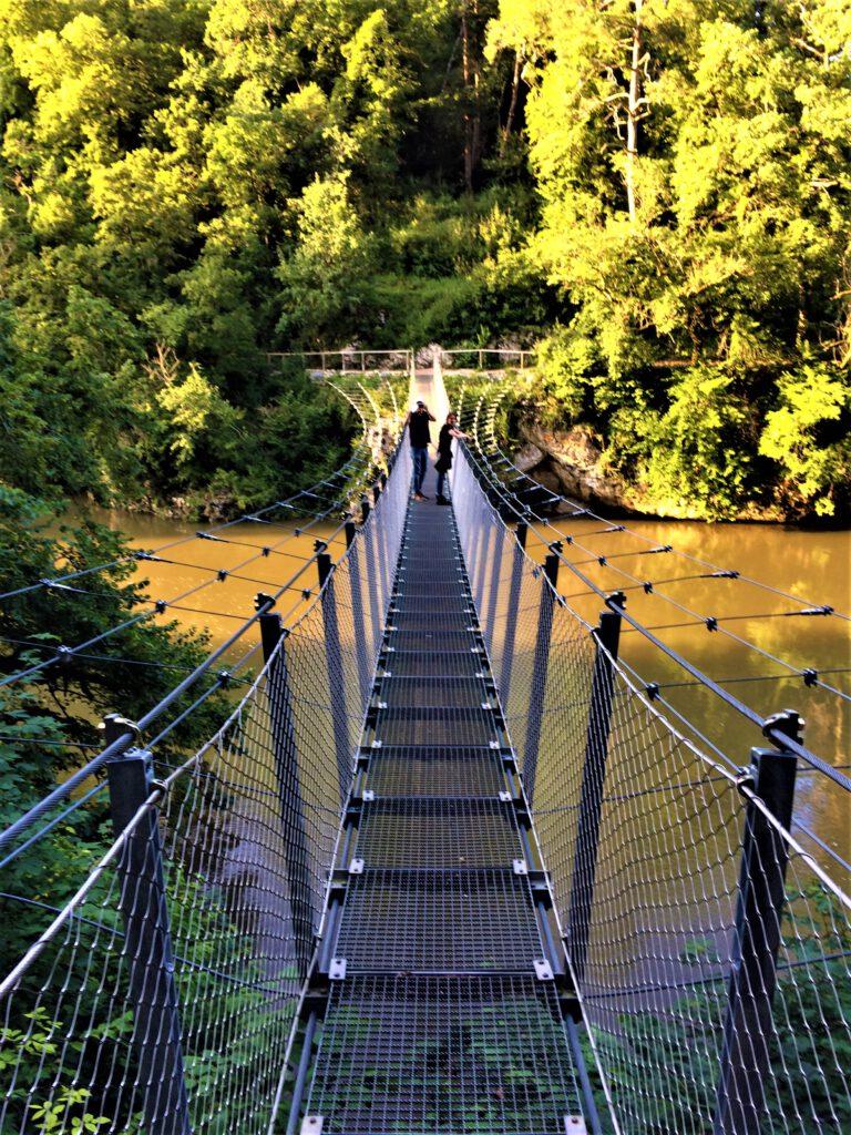 Hängebrücke über die Donau im Fürstenpark
